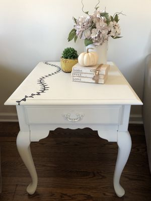Farmhouse End Table for Sale in Mount Vernon, OH