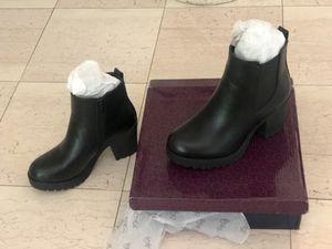Women's block heel ankle booties slip on platform, zip up high heel Chelsea boot s 6 for Sale in San Diego, CA
