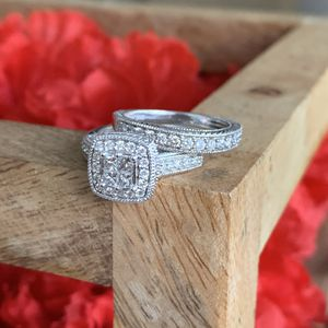 14 karat white gold diamond wedding set rings! Size 7 for Sale in South Gate, CA