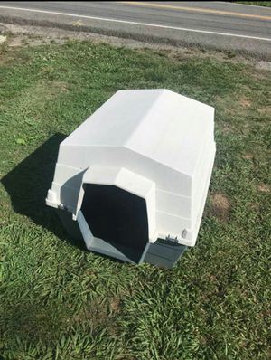 Extra Large Dog House in Great Condition 36 x 31 x 31 - Shelbyville pick up for Sale in Shelbyville, TN