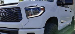 14-19 Toyota Tundra Headlight for Sale in Diamond Bar, CA
