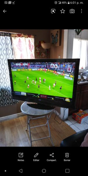 Tv vizio de 40 inch smart en buen estado no vase pero ladoi con una para colgar 150$ firmmmm no negosiable varata for Sale in Los Angeles, CA
