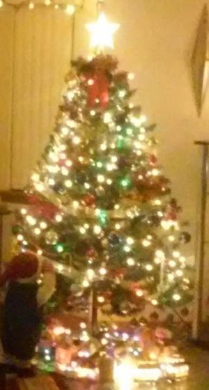 Christmas tree 6 foot tall for Sale in Ormond Beach, FL