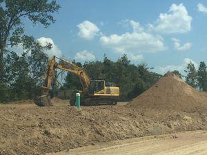 Free fill dirt / Se regala tierra de relleno for Sale in Houston, TX