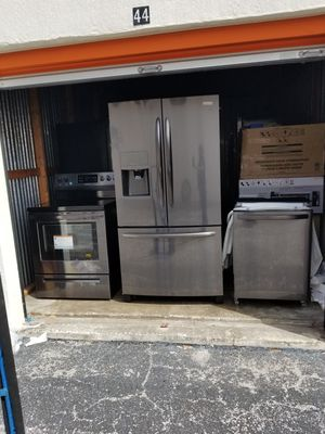 3 piece Frigidaire appliance set for Sale in Tampa, FL