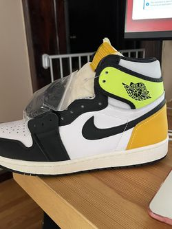 AIR JORDAN 1 VOLT - Brand New for Sale in Chicago,  IL