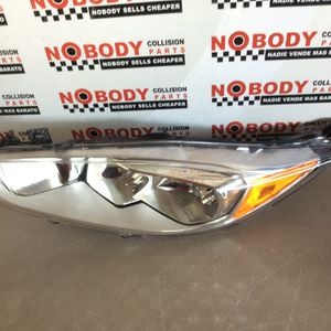 2014 2015 2016 2017 2018 Ford Fiesta Chrome Driver Headlight Left Headlamp Used Aftermarket for Sale in Phoenix, AZ