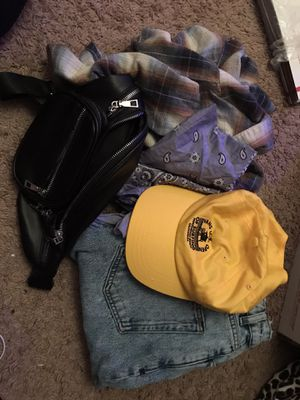 BOX OF WOMENS CLOTHING for Sale in Victorville, CA