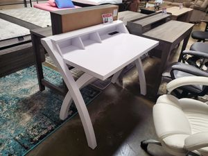 Computer/Office Desk with Electrical and USB Outlets, White for Sale in Santa Fe Springs, CA