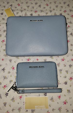 Brand New Genuine Michael Kors Jet Set Crossbody & Specchio Wallet. Price is FIRM. for Sale in Las Vegas, NV