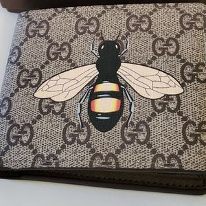 Gucci Bee Print Wallet for Sale in Long Beach, CA