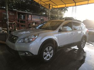 2012 Subaru Outback Premium / 4 cylinder/ AWD for Sale in Tampa, FL