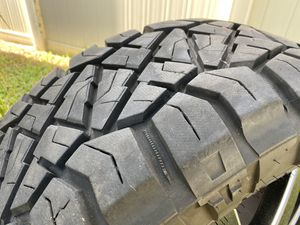 NITTO RIDGE GRAPPLER 35x12.50R22 with FUEL MAVERICK wheels for Sale in Kissimmee, FL