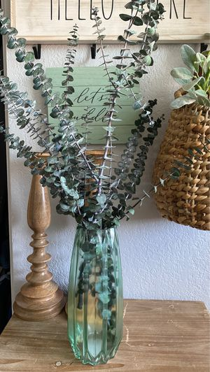 Farmhouse flowers with tall vase for Sale in Fontana, CA