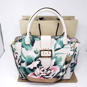 Floral Burberry Tote Bag for Sale in Los Angeles, CA