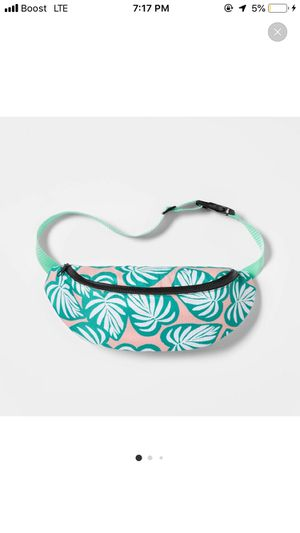 Fanny Pack Cooler Tropical leaf for Sale in Los Angeles, CA