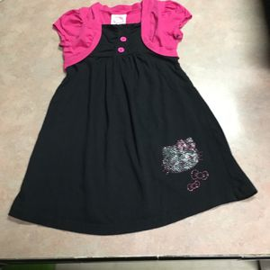 This is a cute hello Kitty dress for a little girl. It is a size 6 for Sale in Lampasas, TX