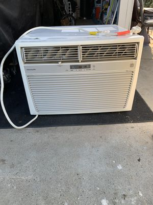 Frigidaire Ac in excellent condition 25000 BTU for Sale in Tulare, CA