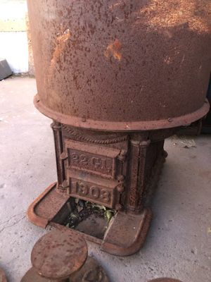 1908 Cast Iron cauldron ( scalding pot) 20 gallon pot w/ wood stove for Sale in Albuquerque, NM