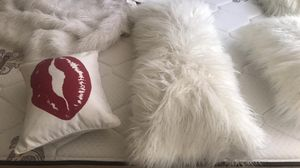 3 fur pillow set. Includes a fur throw blanket and small white kiss pillow for Sale in San Dimas, CA