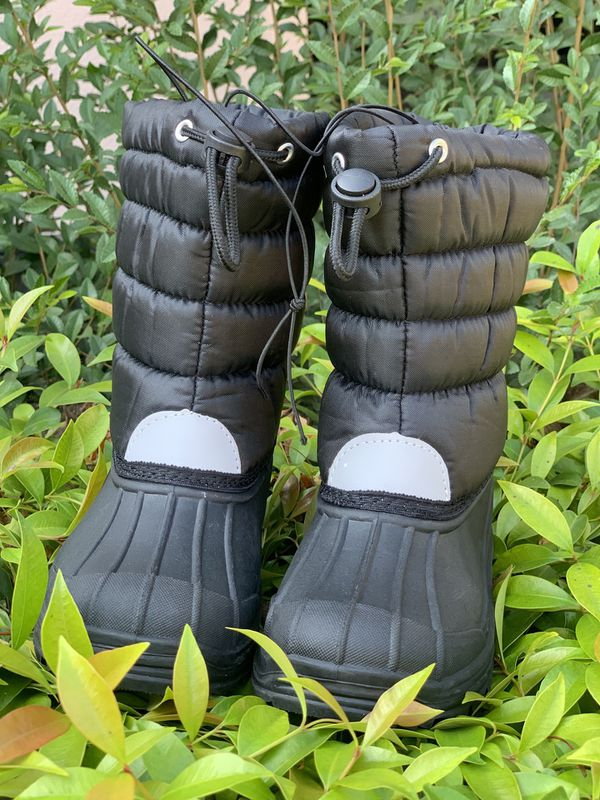 Snow boots for kids sizes 9,10,11,12,13,1,2,3,4 $25 each pair