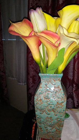 Ceramic vase with flowers. for Sale in Huntington Beach, CA