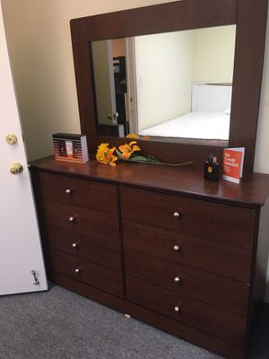 Compressed wood dresser and mirror for Sale in Bell, CA