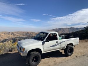 1993. Toyota Pickup Single Cab. 4x4. 5 speed. 22re for Sale in Los Angeles, CA