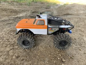 RC truck Vaterra Ascender 1968 Ford F-100 RTR Rock Crawler for Sale in Farmington, MN