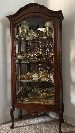 Antique curio cabinet. H. 66. L. 27. D. 13 for Sale in Wilmette, IL