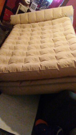 "Aerobed 22"" luxury air mattress self inflates for Sale in Columbus, OH"
