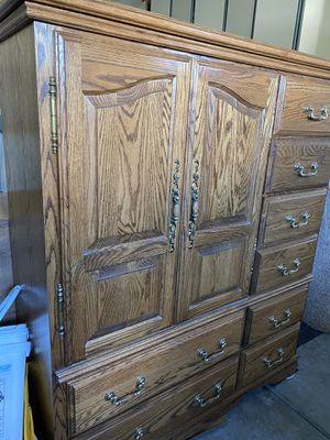 Oak store king bedroom set for Sale in Glendale, AZ