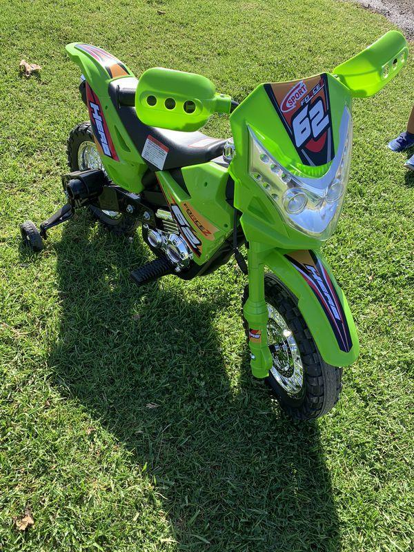 Motocicleta Dirt Bike conducible eléctrica de 6 V para niños marca Best Choice Products con ruedas de entrenamiento, color verde