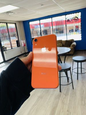 iPhone XR 64gb factory unlocked for Sale in Dallas, TX