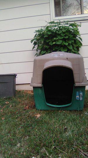 Petmate dog house for Sale in BRECKNRDG HLS, MO
