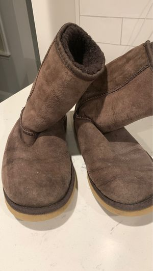 Ugg boot Chocolate brown, size 7 for Sale in Kirkwood, MO