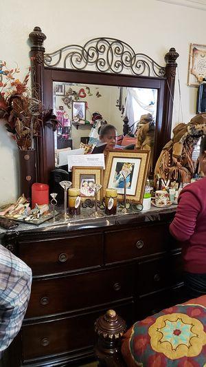 Bedroom set 5 pieces for Sale in Watsonville, CA
