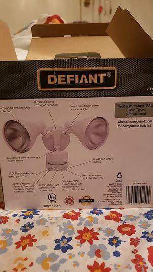 Defiant motion security light w/bulbs for Sale in Lakeland, FL