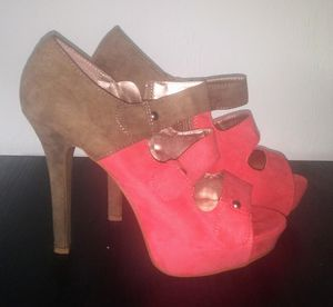 Womens Melon/Tan Suede Heels Sz 10 $25 for Sale in Fort Myers, FL