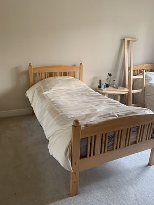 SOLID MAPLE bunk twin beds with Simmons BR mattresses for Sale in San Jose, CA