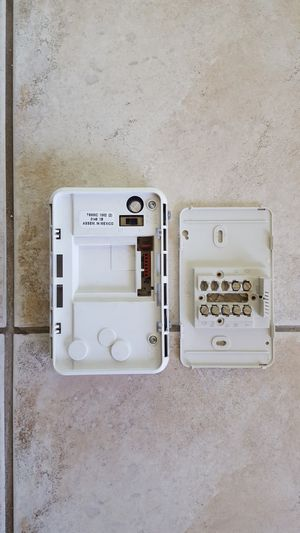 HONEYWELL T8000C-1002 THERMOSTAT for Sale in Escondido, CA