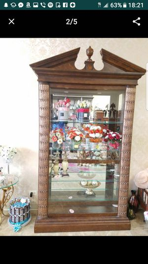 Antique China cabinet with lights for Sale in Orland Park, IL