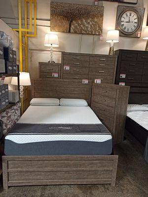 4 PC Bedroom Set (Queen Bed, Dresser Mirror and Nightstand), Gray for Sale in Santa Fe Springs, CA