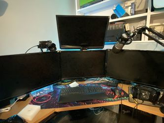 Asus Vg248qe Triple Monitor Set Up 1440p 144hz 1ms for Sale in Dayton,  OR