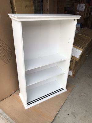 "Beautiful white bookcase shelf, height 49"", length 32"", width 13"" for Sale in Las Vegas, NV"