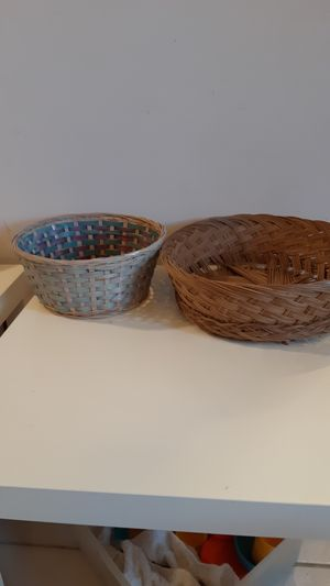 2 Free round wicker baskets, to the first person that comes to pick them up for Sale in Sunrise, FL
