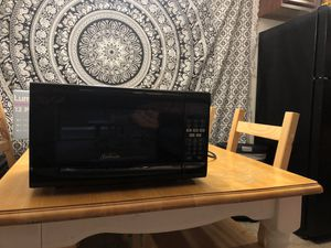 Black Sunbeam 0.7 Microwave for Sale in Irwindale, CA