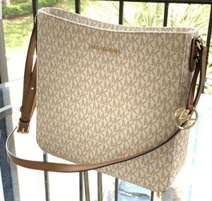 NWT! MICHAEL KORS MESSENGER BAG! $130 FIRM PRICE! PRECIO FIRME! for Sale in Garland, TX