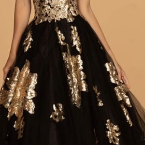 Beautiful Black And Gold Quinceanera /Wedding Dress for Sale in North Smithfield, RI