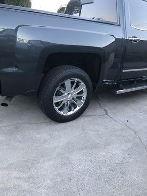 """2018 Factory Chevy Silverado 20"""" rims & tires for Sale in Oak Glen, CA"""